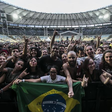 Jovens lotaram Maracanã para assistirem shows das bandas Foo Fighters e Queens of the Stone Age - Bruna Prado/UOL