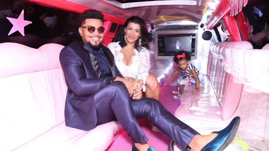 Naldo e Moranguinho vão de limousine a evento no Rio de Janeiro - AgNews