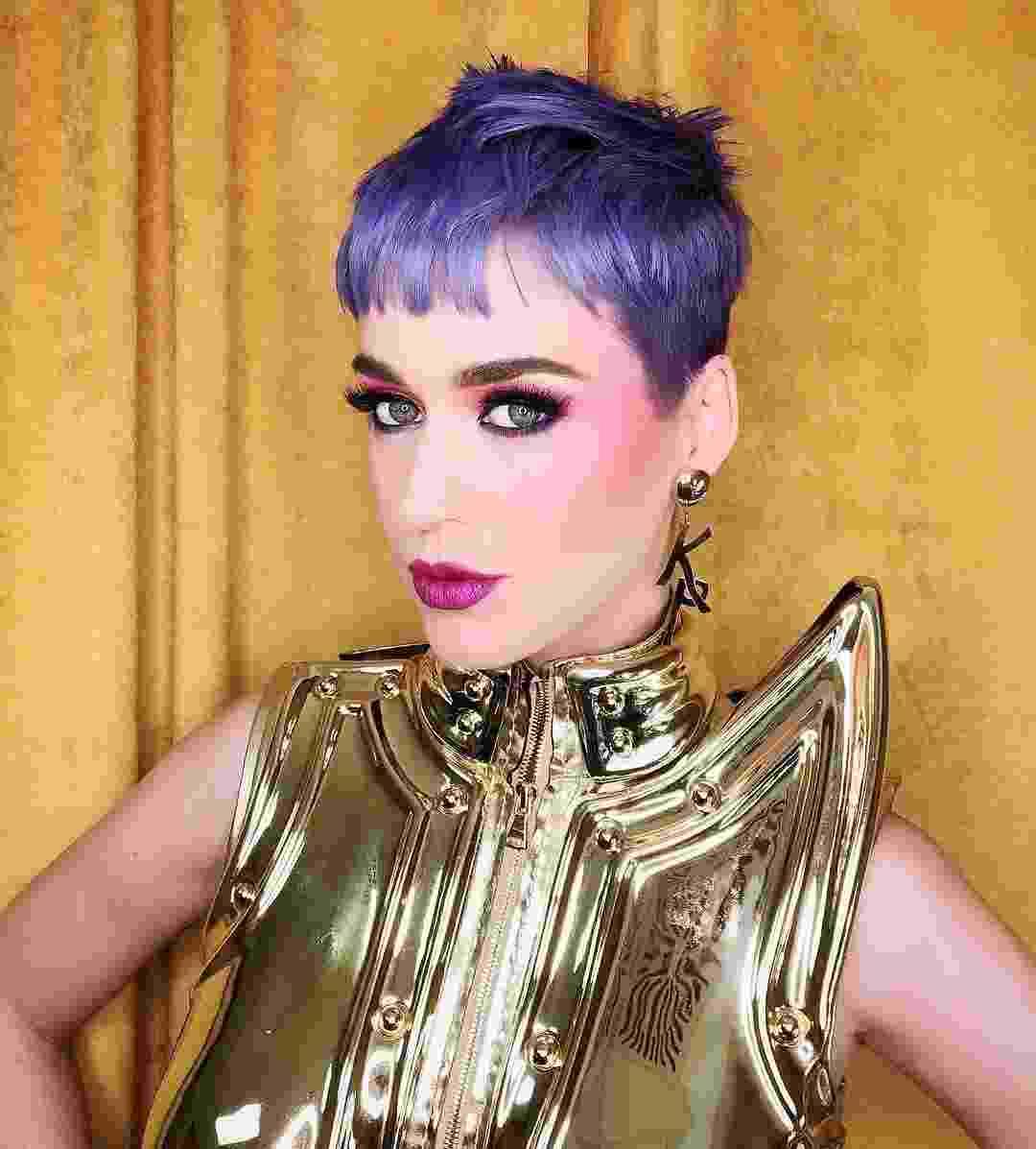 Katy Perry com cabelos curtos e roxos - Reprodução/Instagram