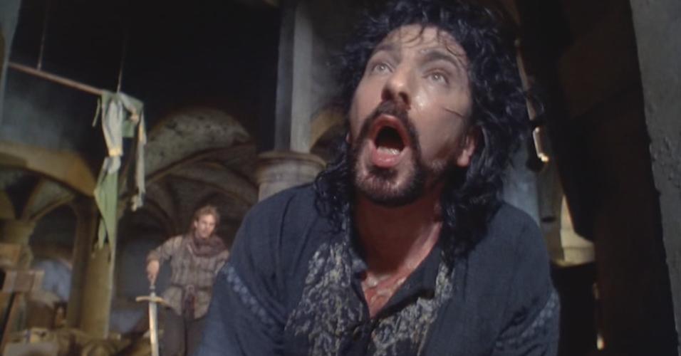"""Alan Rickman em cena de """"Robin Hood - O Príncipe dos Ladrões"""" (1991)"""