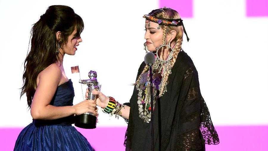 Madonna entrega prêmio de clipe do ano para Camila Cabello no VMA 2018 - Michael Loccisano/Michael Loccisano