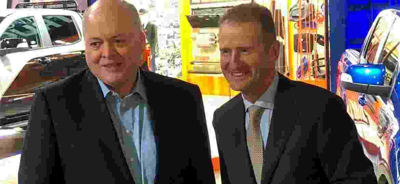 Presidentes da Ford, Jim Hackett (esq.), e Volkswagen, Herbert Dies, no anúncio de aliança para veículos comerciais, em janeiro - Ben Klayman/Reuters