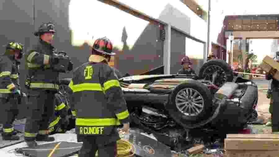 Carro cai de estacionamento em Indianápolis, nos EUA - Reprodução