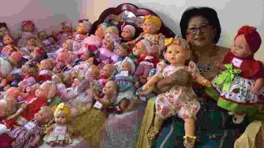 Francisca Monteiro Alves, a dona Chiquita, que reforma bonecas para o Natal - Arquivo pessoal