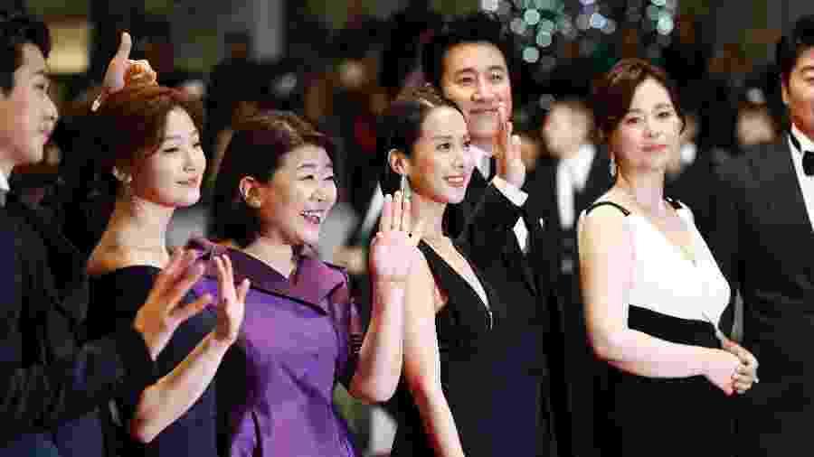 """Elenco do filme """"Parasita"""", de Bong Joon Ho, no tapete vermelho do Festival de Cannes - Getty Images"""
