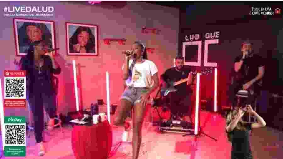 Ludmilla durante live de hoje - Reprodução/YouTube