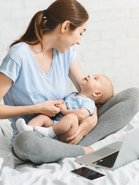 Babá eletrônica, cadeirinha de balanço e chaleira são alguns dos produtos que podem ajudar com um bebê - Getty Images/iStockphoto