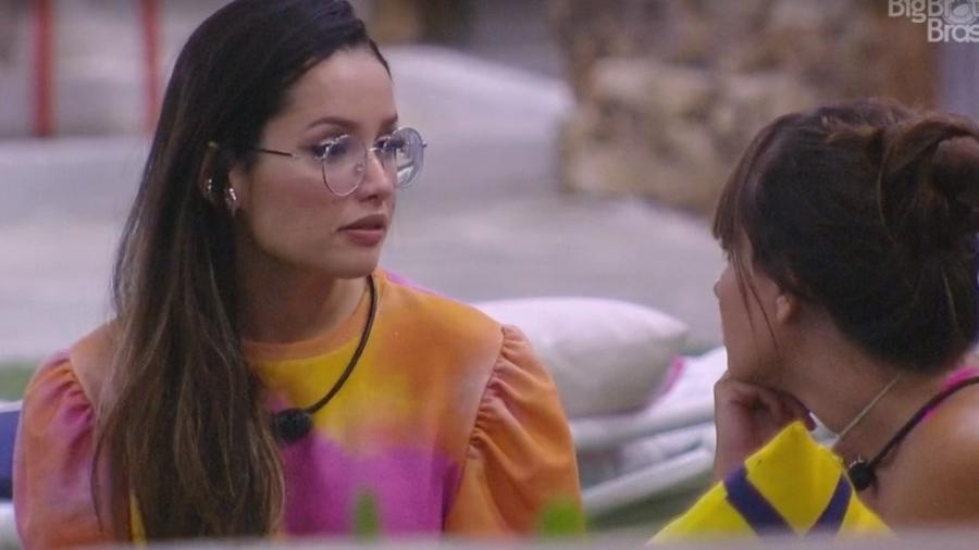 BBB 21: Juliette e Thaís conversam na área externa - Reprodução/ Globoplay