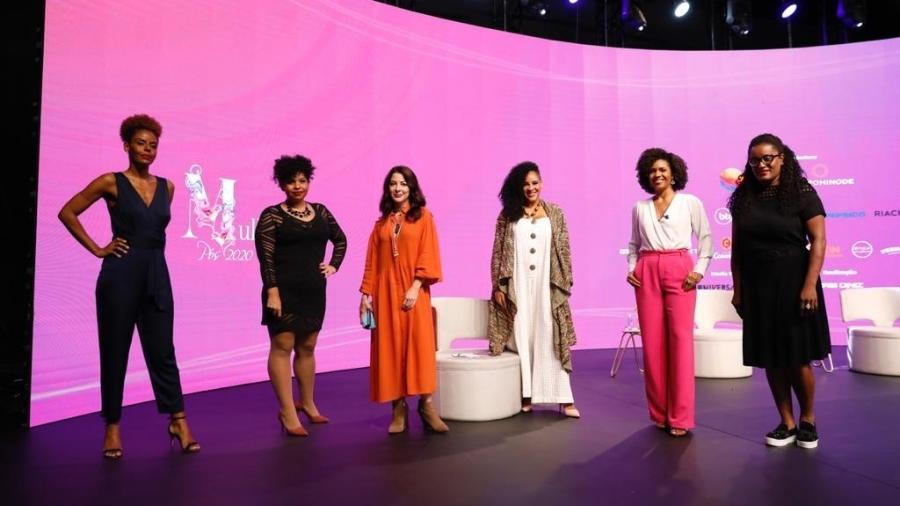 Da esquerda para direita, a jornalista Cynthia Martins, a advogada Sheila de Carvalho, Ana Paula Padrão, a psicóloga Mafoane Odara, a jornalista Luciana Barreto e a executiva Janda Araújo - @luaith