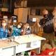 Chico Pinheiro toma segunda dose da vacina na quadra da Acadêmicos da Rocinha - Reprodução/Twitter
