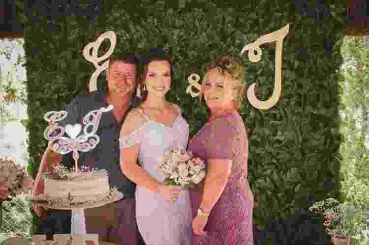 Tallyta com o pai, Wilson, e a mãe, Inês, no dia de seu casamento - Arquivo pessoal - Arquivo pessoal