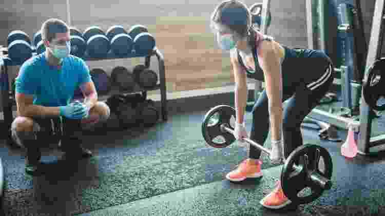 personal trainer, exercício, treino, pandemia - iStock - iStock