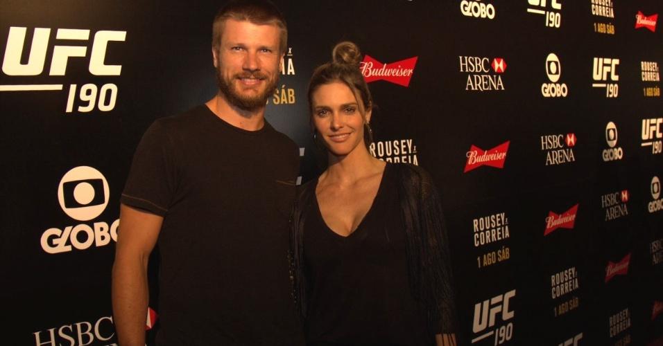 1.ago.2015- Rodrigo Hilbert e Fernanda Lima prestigiam evento de luta no Rio de Janeiro