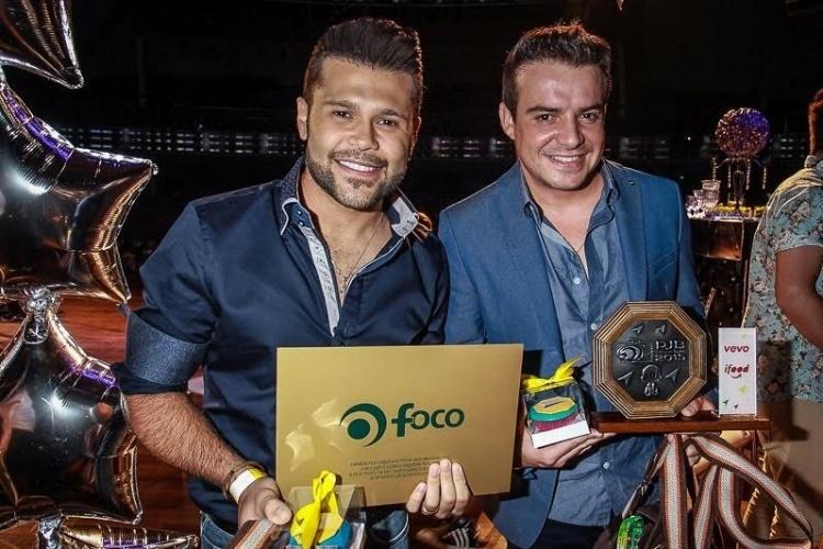 18.nov.2015 - Marcos e Belutti são premiados na 14ª edição do Prêmio 38eb92148b