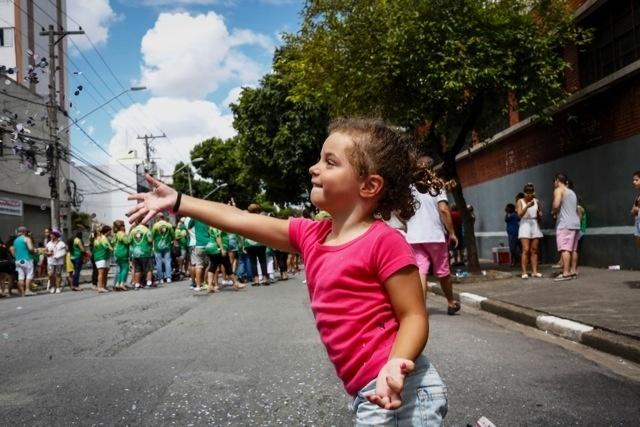 30.jan.2016 - O desfile do Bloco do Fico anima foliões nas ruas do bairro Ipiranga, em São Paulo.