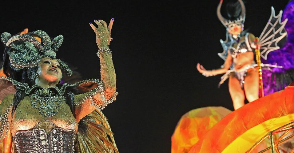 """7.fev.2016 - Destaque da Estácio da Sá. A escola abriu o grupo de elite do Carnaval do Rio com o enredo """"Salve Jorge! O Guerreiro na Fé""""."""