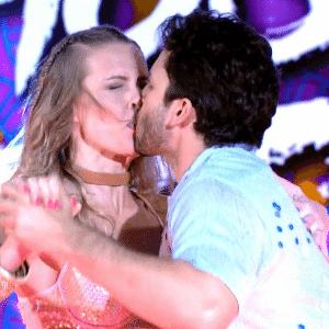 11.set.2016 - Caracterizados e acompanhados por bailarinas profissionais, os homens dançaram neste fim de semana o ritmo do forró - Reprodução/TV Globo