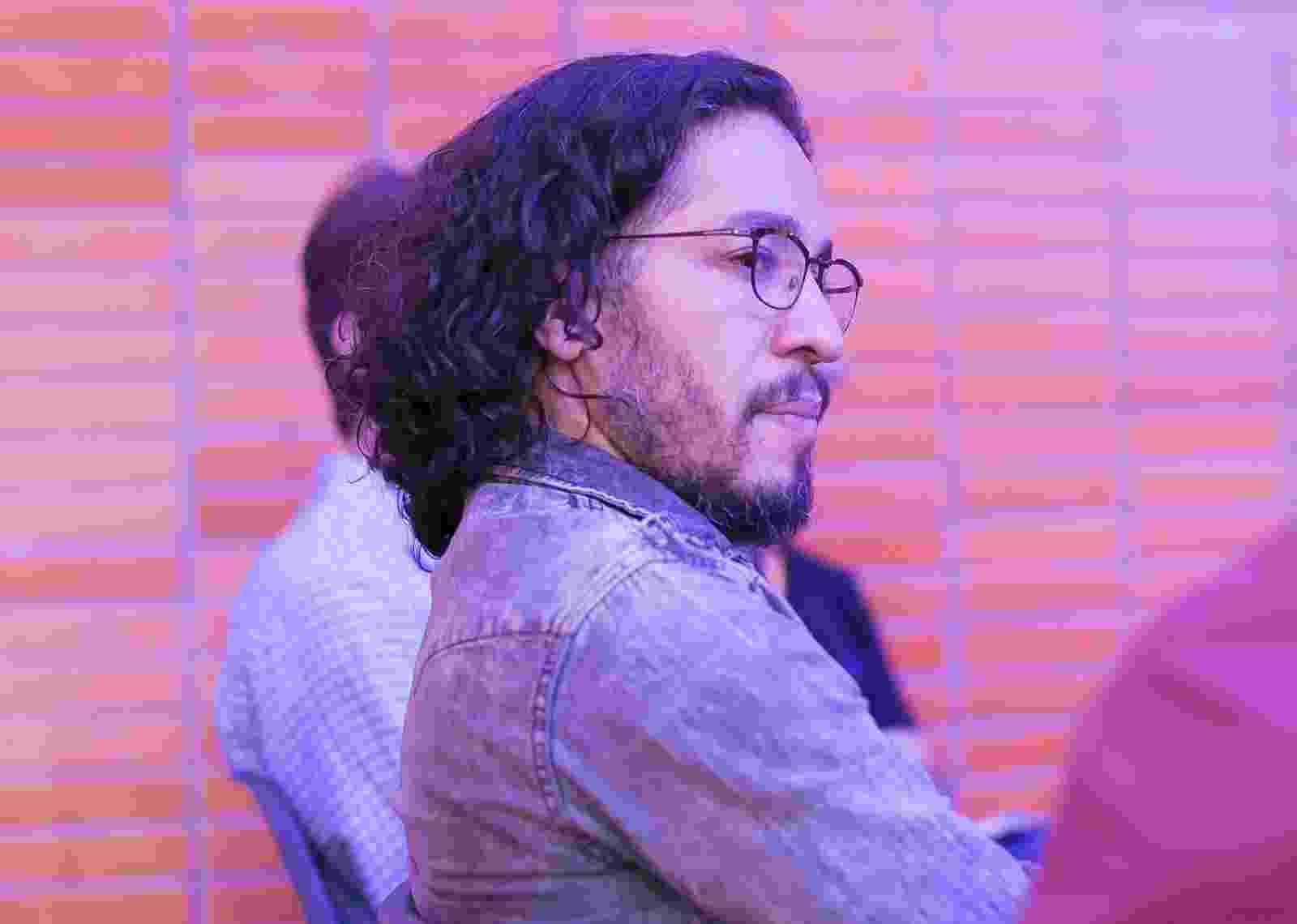 """Jean Wyllys  participa de debate na mostra paralela """"A Política no Mundo e o Mundo da Política"""", do 49º Festival de Brasília - Junior Aragão/ Divulgação"""