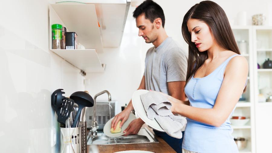 O par precisa colaborar com as tarefas em casa e não fazer do seu jeito - Getty Images