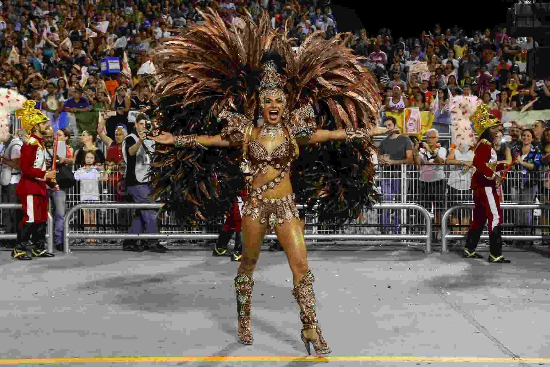 25.fev.2017 - Mocidade Alegre desfila na primeira noite do Carnaval 2017 no sambódromo do Anhembi - Amanda Perobelli/UOL