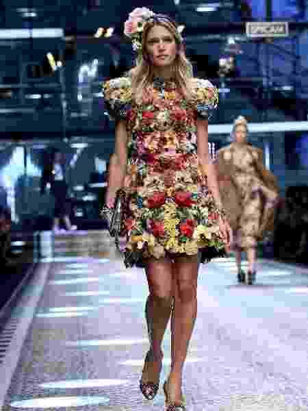 Helena Bordon desfila para Dolce & Gabbana - Getty Images - Getty Images