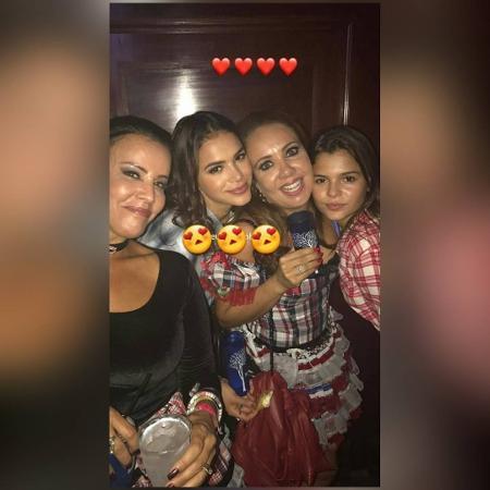 Bruna Marquezine se diverte com a irmã e amigas em festa no Copacabana Palace - Reprodução/Instagram
