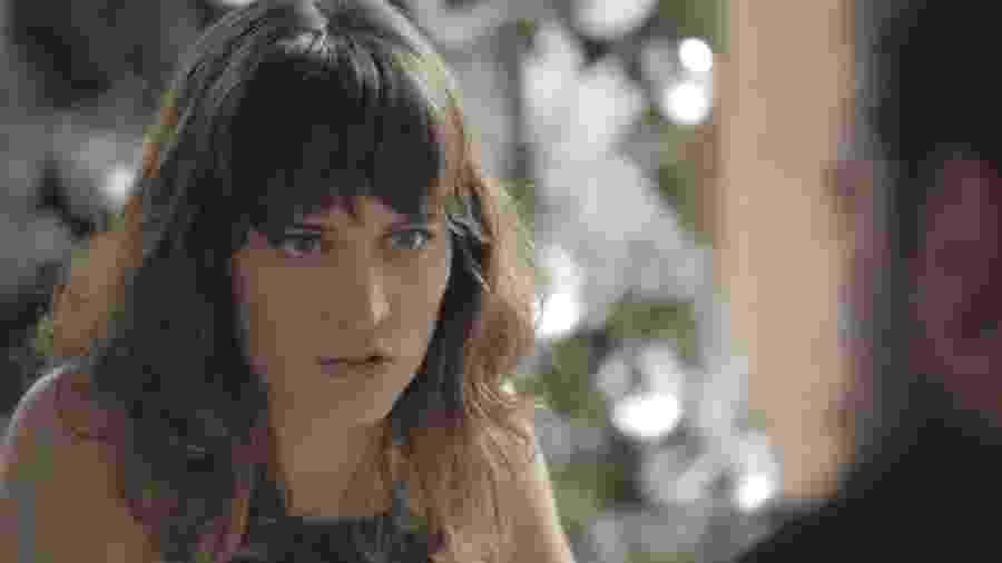 Clara ouve plano de Renato, que promete ajudá-la a se reaproximar do filho - Reprodução/GShow/O Outro Lado do Paraíso