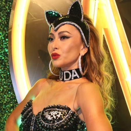 Sabrina Sato usa gargantilha com nome do namorado, Duda Nagle, na Sapucaí - Sabrina Sato usa gargantilha com nome do namorado, Duda Nagle, no Rio
