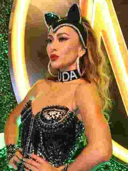 Sabrina Sato usa gargantilha com nome do namorado, Duda Nagle, no Rio