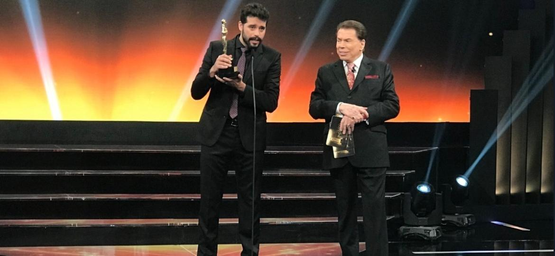 Silvio Santos recebeu no palco Guilherme Winter - Reprodução/SBT