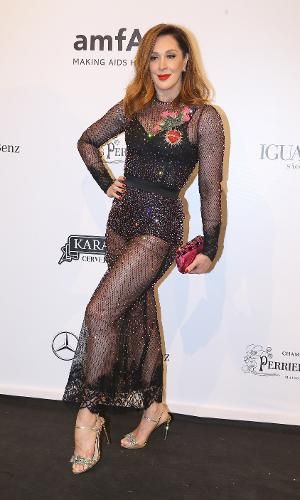 A atriz Claudia Raia foi mais uma que aderiu a transparência em seu look para 8ª edição do baile de gala da AmfAR