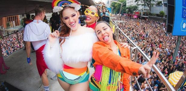 Ana Clara com Anitta e yma amiga na Parada LGBTQ