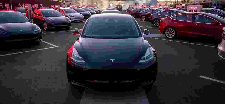 Tesla Model 3 será o carro mais simples da marca, que também tem o Model S (sedã) e Model X (SUV) - Divulgação