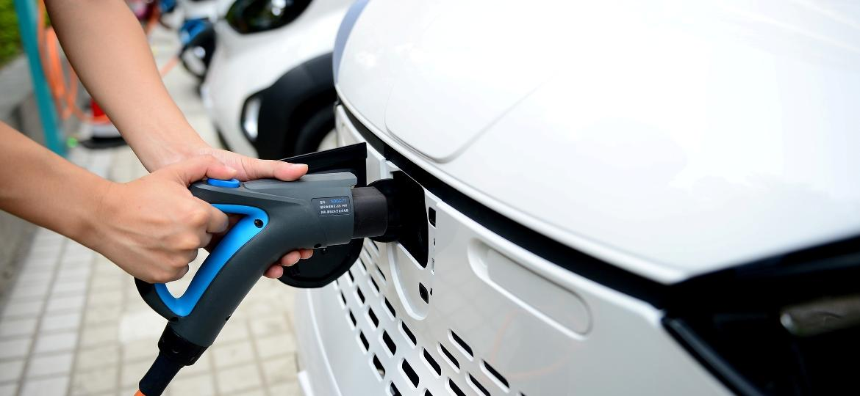 Levantamento inclui CO2 emitido na produção de baterias e energia para recargas - Stringer/Reuters
