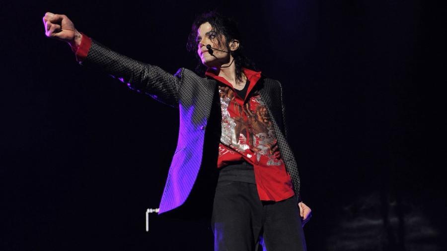 """Elton John chama Michael Jackson de """"maníaco e doente"""" em autobiografia - Reprodução"""