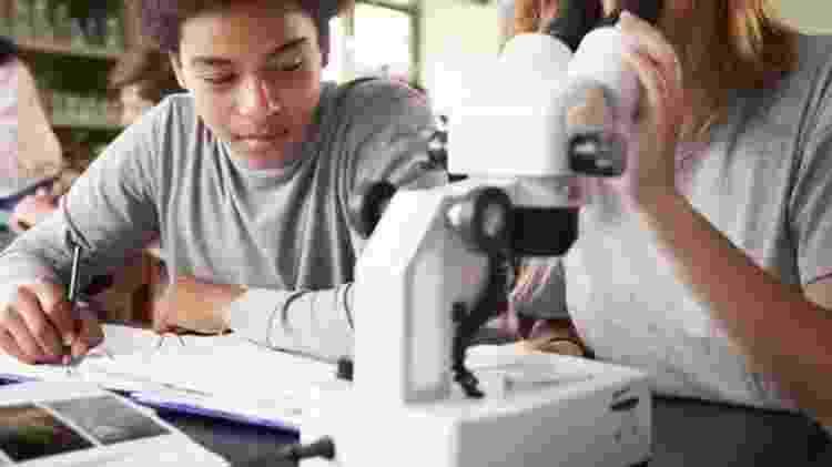 País tem baixas taxas de estudantes com títulos de mestrado e doutorado - GETTY IMAGES
