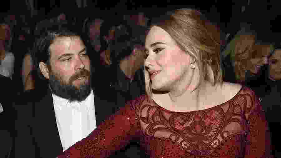 15.fev.2016 - A cantora Adele e o marido Simon Konecki durante o 58º Grammy, em Los Angeles - Larry Busacca/Getty Images/AFP