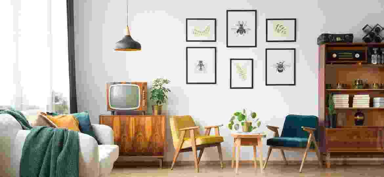 """Montar um mix de quadros, o chamado """"gallery wall"""", é uma das tendências de decoração para 2020 - iStock"""