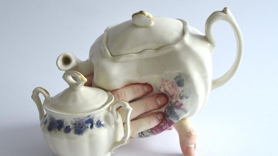 Cerâmica criada pela artista Ronit Baranga; veja outras obras e criadores que inovam a partir da cerâmica - Divulgação