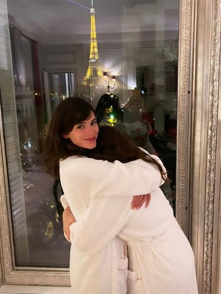Bruna Marquezine está hospedada no Hôtel Plaza Athénée, em Paris, onde celebrou o aniversário da irmã, Luana - Reprodução/Instagram