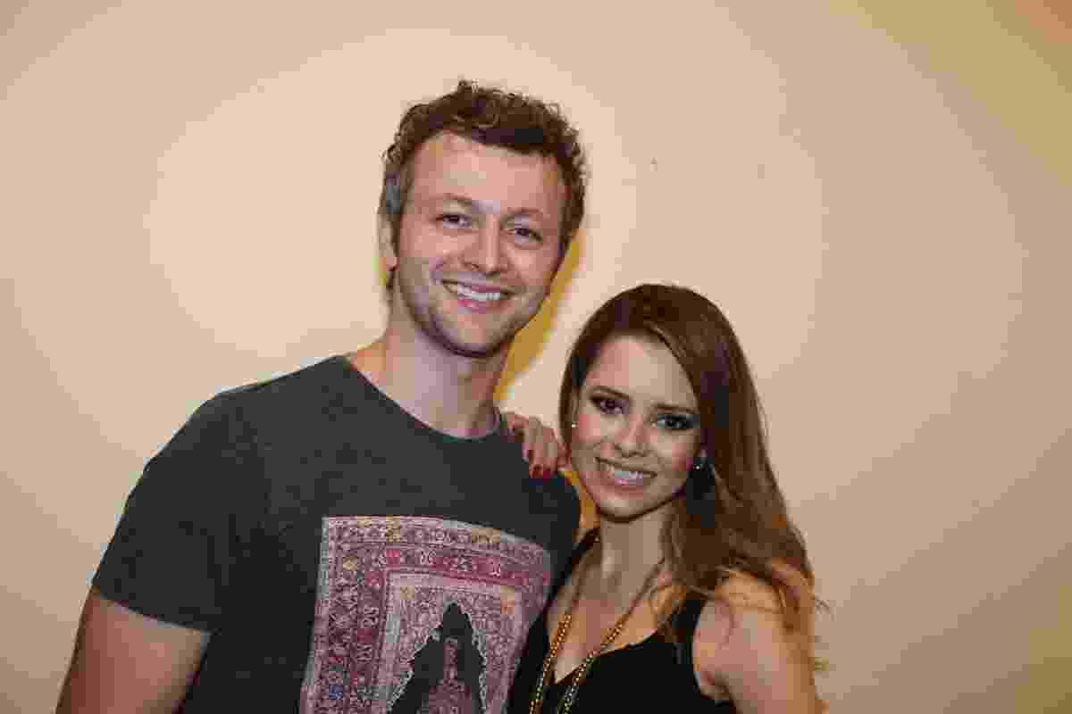 14.nov.2015 - Sandy e o marido, Lucas Lima, posam na noite da agravação do DVD da cantora no teatro Municipal de Niterói, no Rio - Milene Cardoso/Brazil News