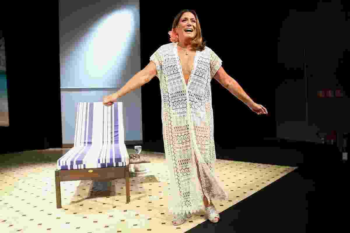 """13.jan.2016 - A atriz Susana Vieira em cena durante a estreia da peça """"Uma Shirley Qualquer"""", no teatro Renaissance, em São Paulo - Manuela Scarpa/Brazil News"""