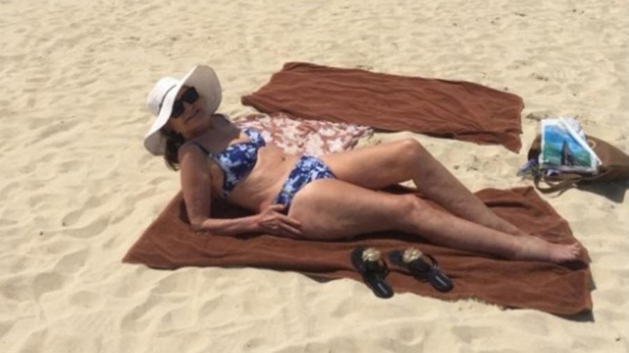 Rosamaria Murtinho posa na praia, em Dubai - Reprodução/Instagram/roseiramur
