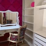Emilly postou em suas redes sociais fotos do quarto com parede rosa e confirmou para os fãs que esse era o seu espaço na nova casa - Reprodução/JPImóveis