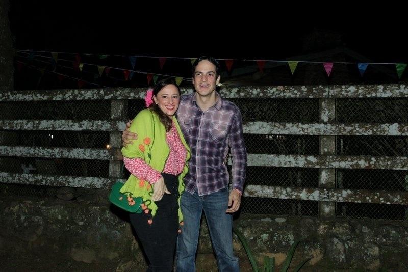 "Paula Braun e Mateus Solano na festa julina de ""Pega Pega"""