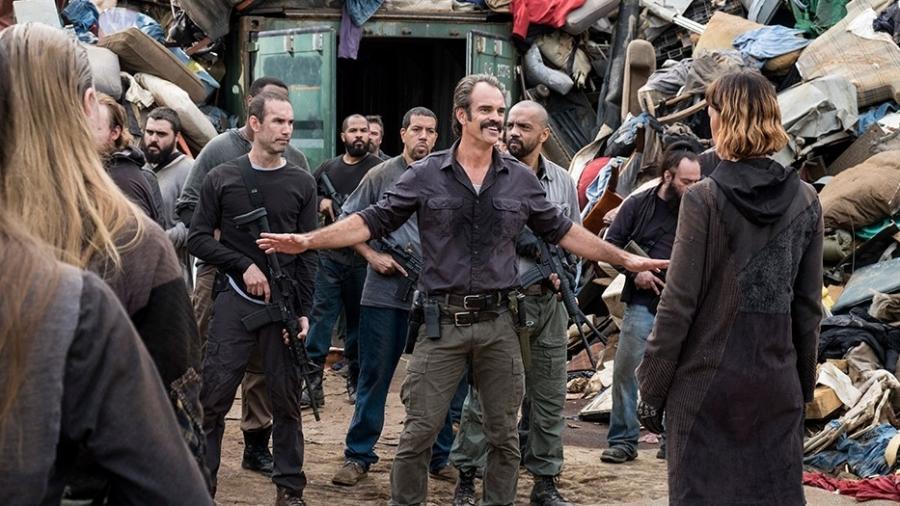 Siimon vai até o lixão e pressiona os membros a retomarem o acordo com os Salvadores - Divulgação