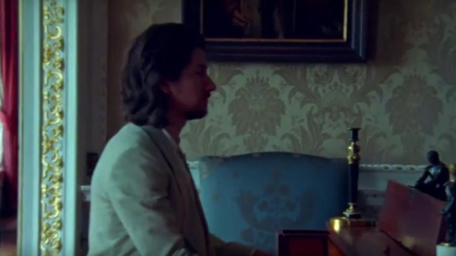 """Cena do videoclipe """"Four Out of Five"""", da banda Arctic Monkeys - Reprodução"""