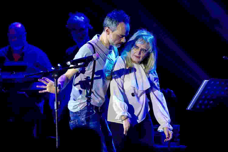 Cantora Rita Pavone passa mal e sai carregada do palco em show no Brasil - Manuela Scarpa/Brazil News