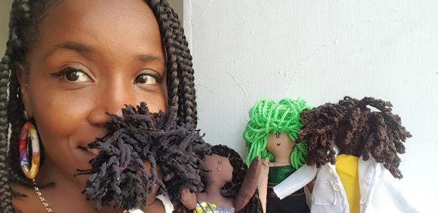Jaciana com suas bonecas