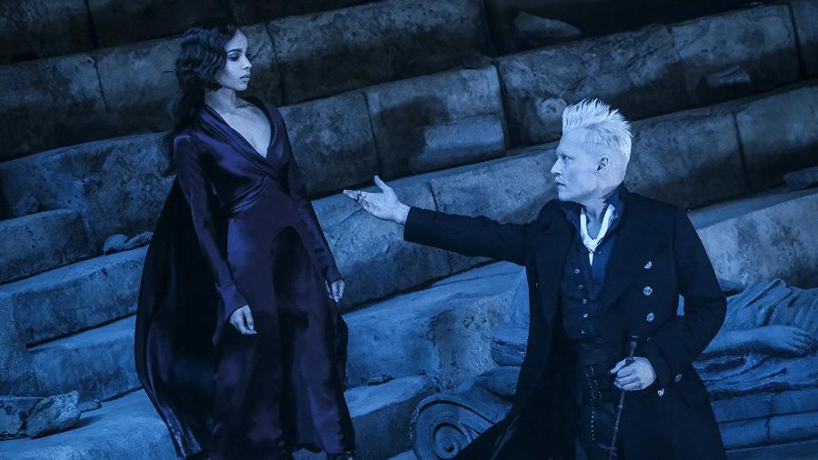 """Zoë Kravitz e Johnny Depp em cena de """"Animais Fantásticos 2: Os Crimes de Grindelwald"""" - Reprodução"""